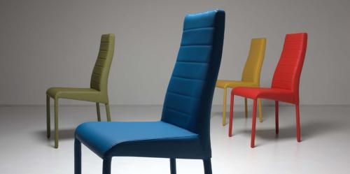 Chaises colorees le monde de l a - Chaises de couleur ...