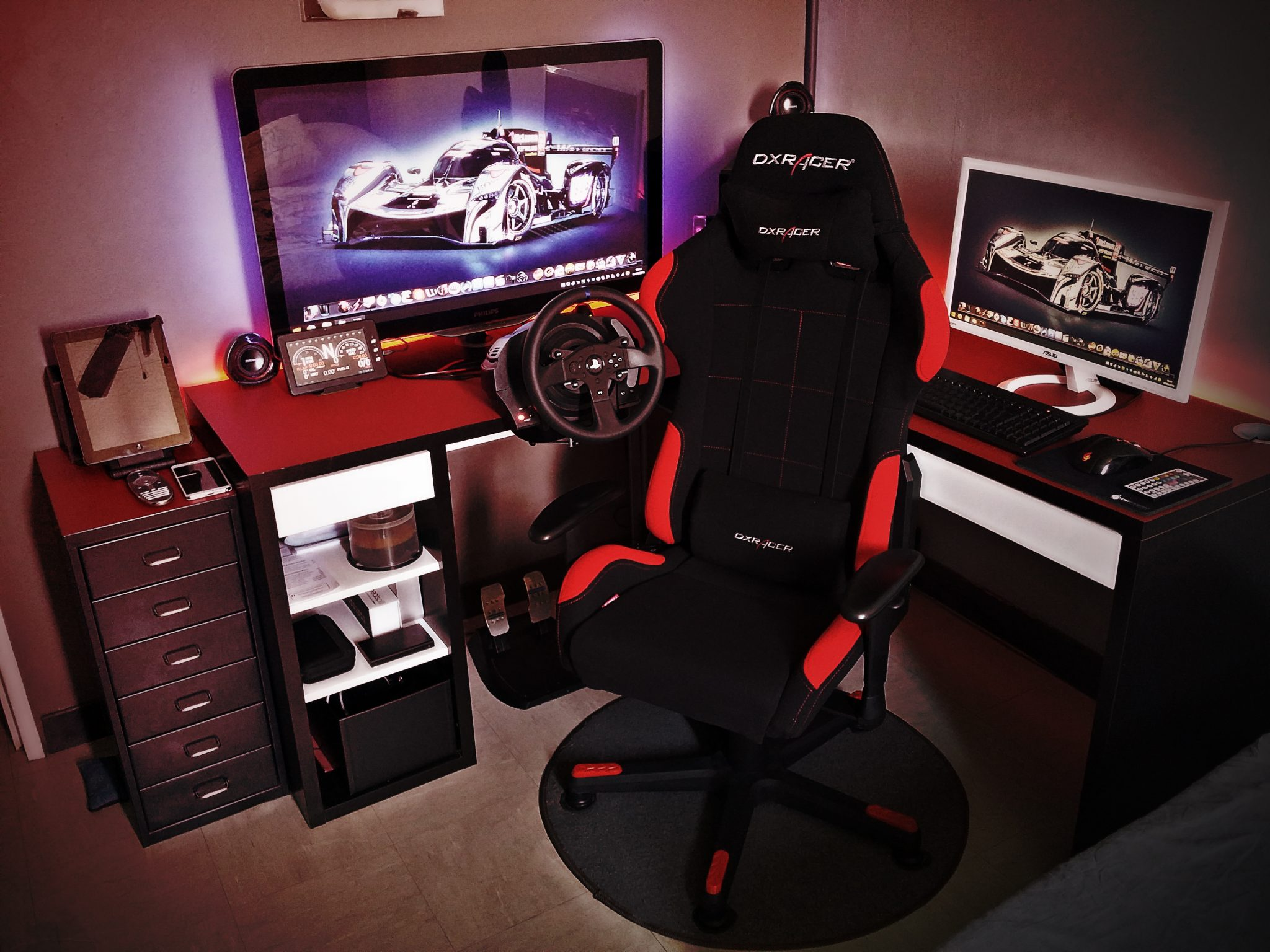 Bureau gaming dxracer le monde de l a for Bureau meuble pc gamer