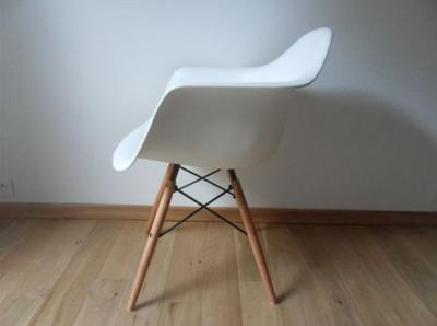 Chaise retro design le monde de l a for Tendance chaise 2017
