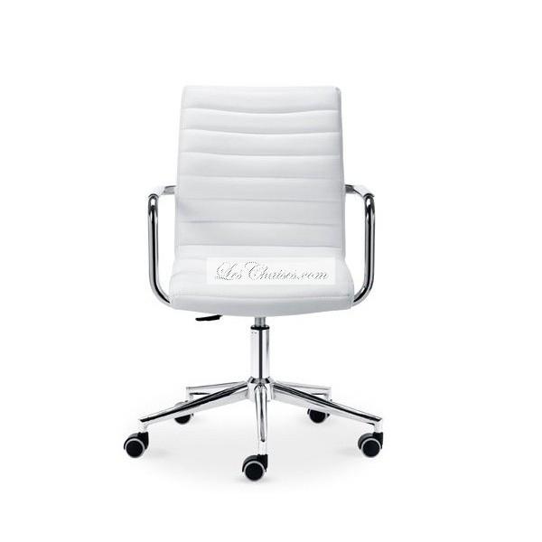 Chaise avec accoudoir le monde de l a for Le monde de la chaise