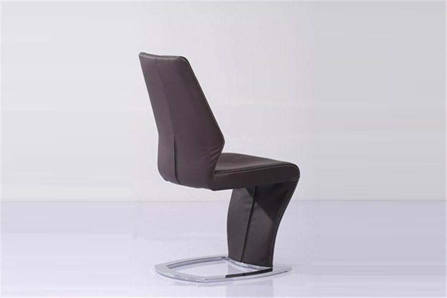 Chaise design en cuir le monde de l a for Chaise design cuir