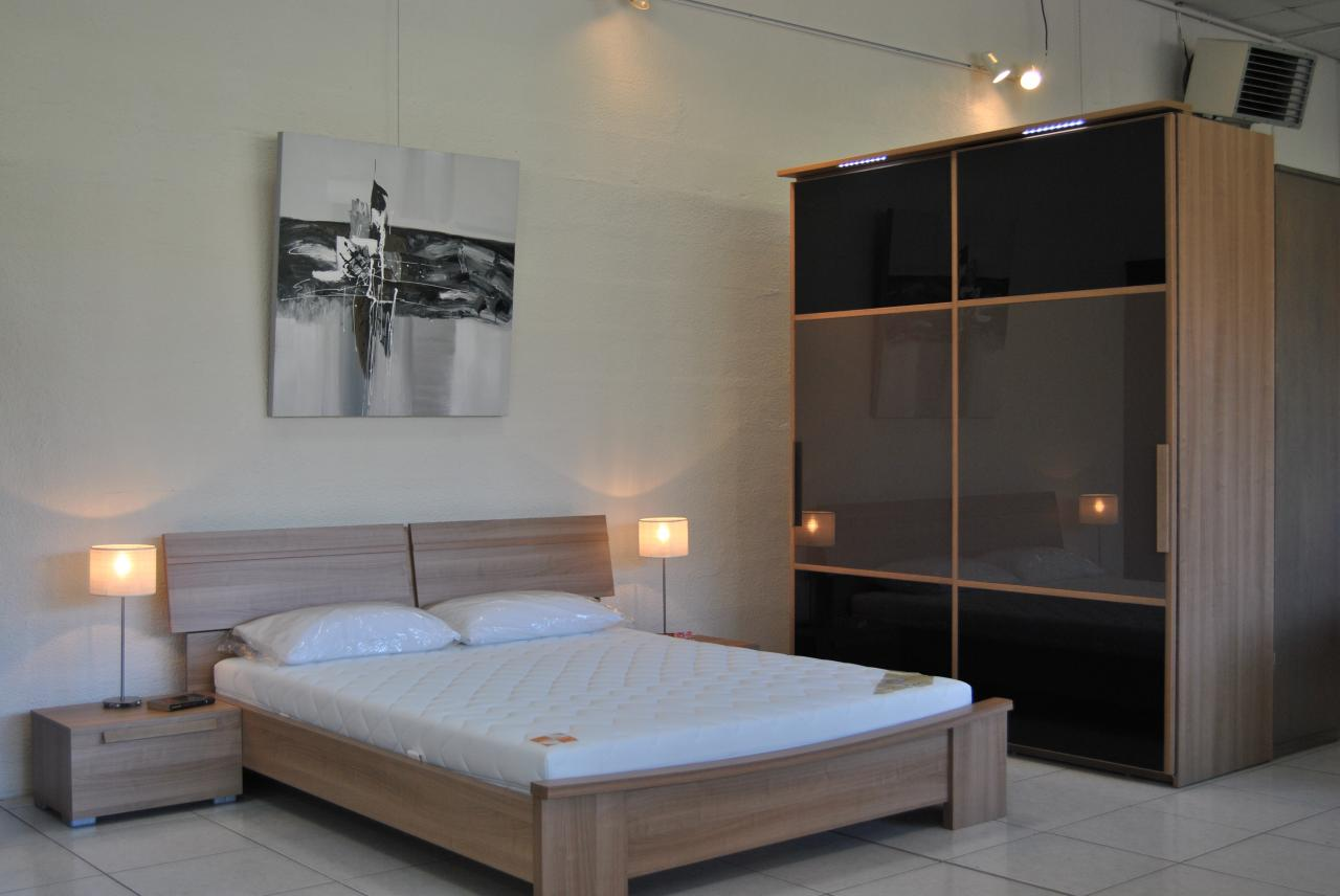 grand magasin meuble le monde de l a. Black Bedroom Furniture Sets. Home Design Ideas