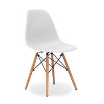 Chaise blanche pied bois clair le monde de l a for Chaise blanche avec pied bois