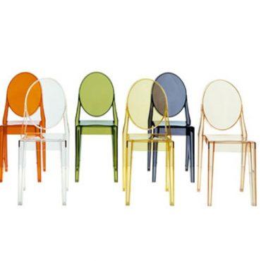 Chaise transparente colorée