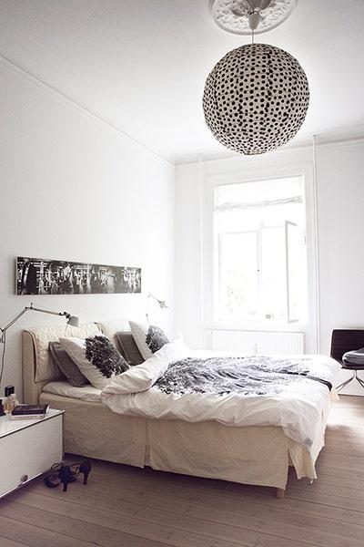 lustre chambre le monde de l a. Black Bedroom Furniture Sets. Home Design Ideas