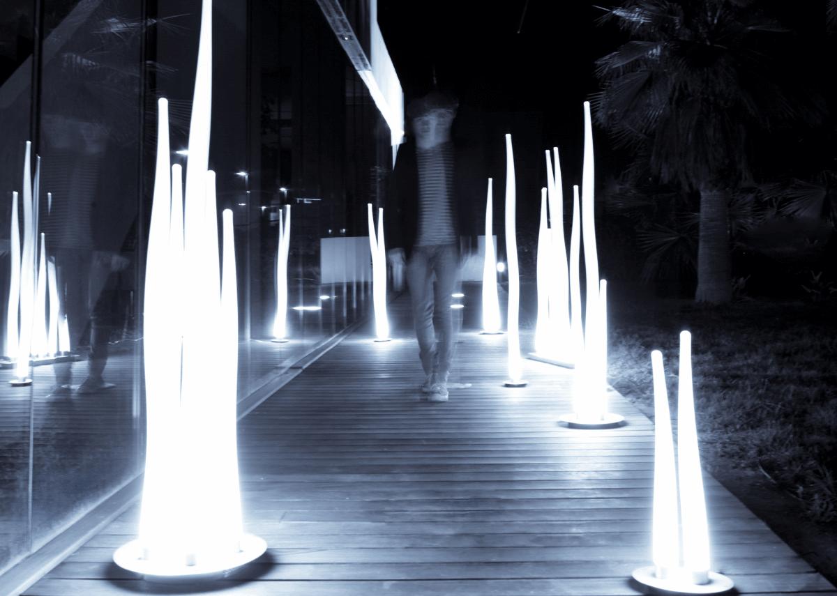 Lampadaire exterieur design le monde de l a for Le jardin de lea