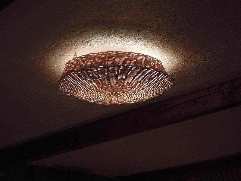 Luminaire plafonnier le monde de l a for Plafonnier rotin