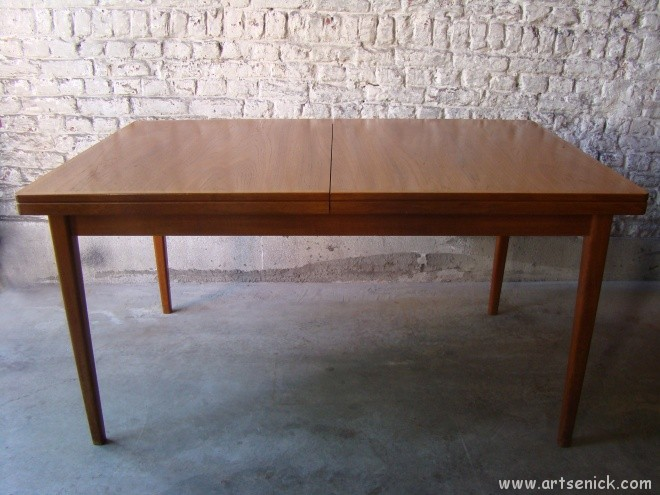 Table suedoise design le monde de l a for Table a manger suedoise