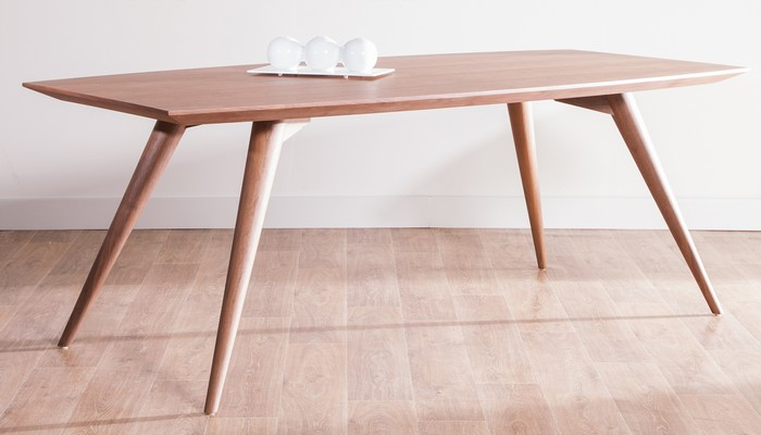 Table bois design scandinave le monde de l a for Table bois clair scandinave