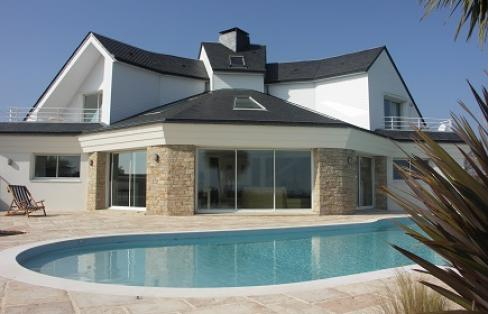 jolie maison moderne le monde de l a. Black Bedroom Furniture Sets. Home Design Ideas