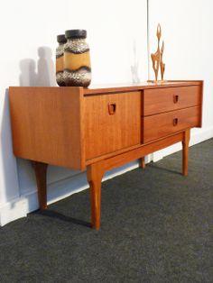 meubles suedois vintage le monde de l a. Black Bedroom Furniture Sets. Home Design Ideas