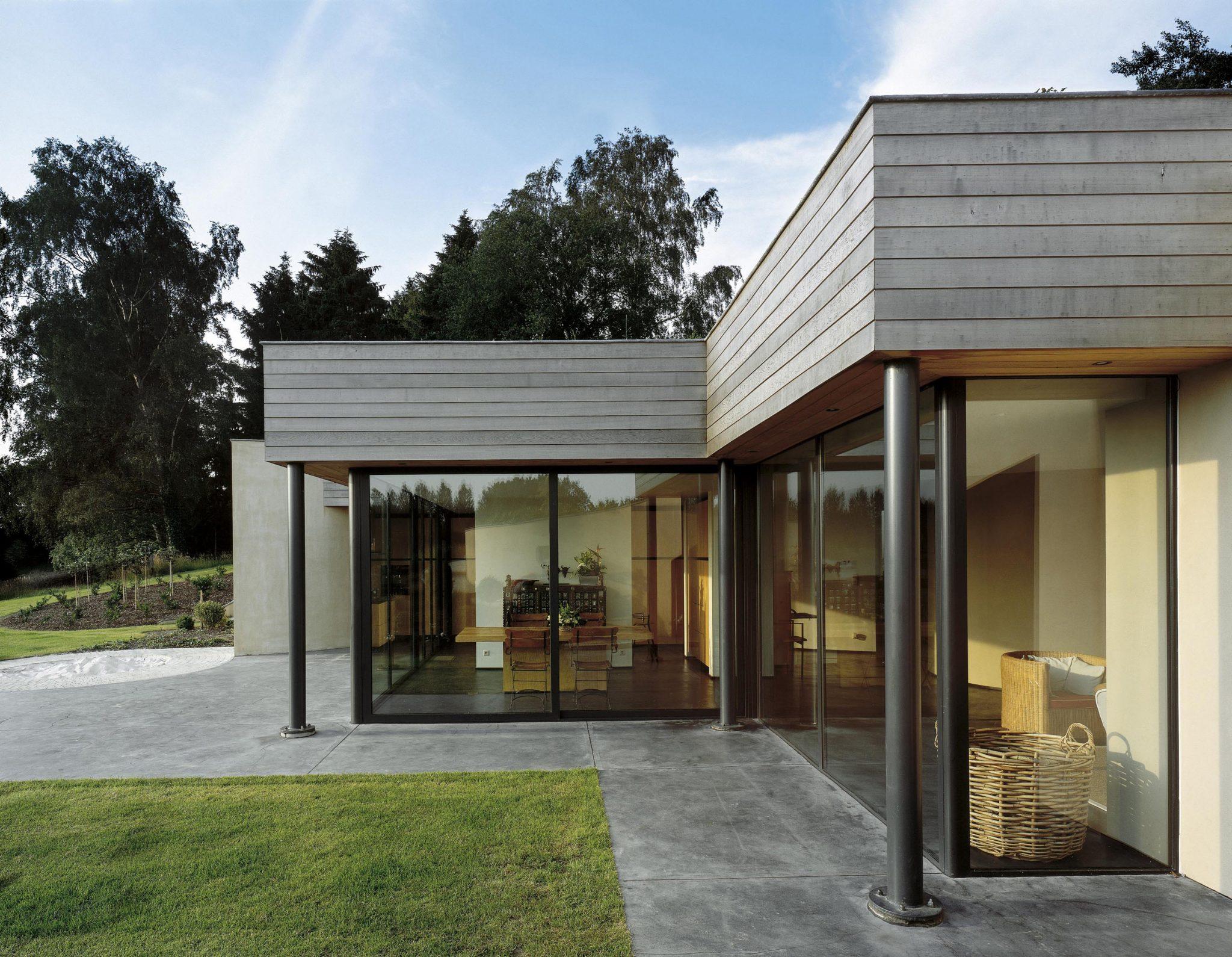 fenetre maison moderne le monde de l a. Black Bedroom Furniture Sets. Home Design Ideas