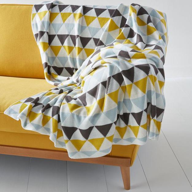 plaid style scandinave le monde de l a. Black Bedroom Furniture Sets. Home Design Ideas