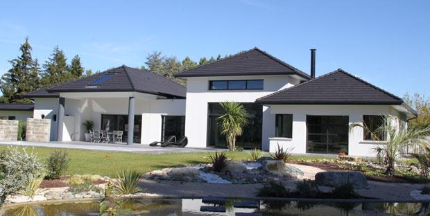Maison moderne construction le monde de l a for Cout construction maison 200 m2