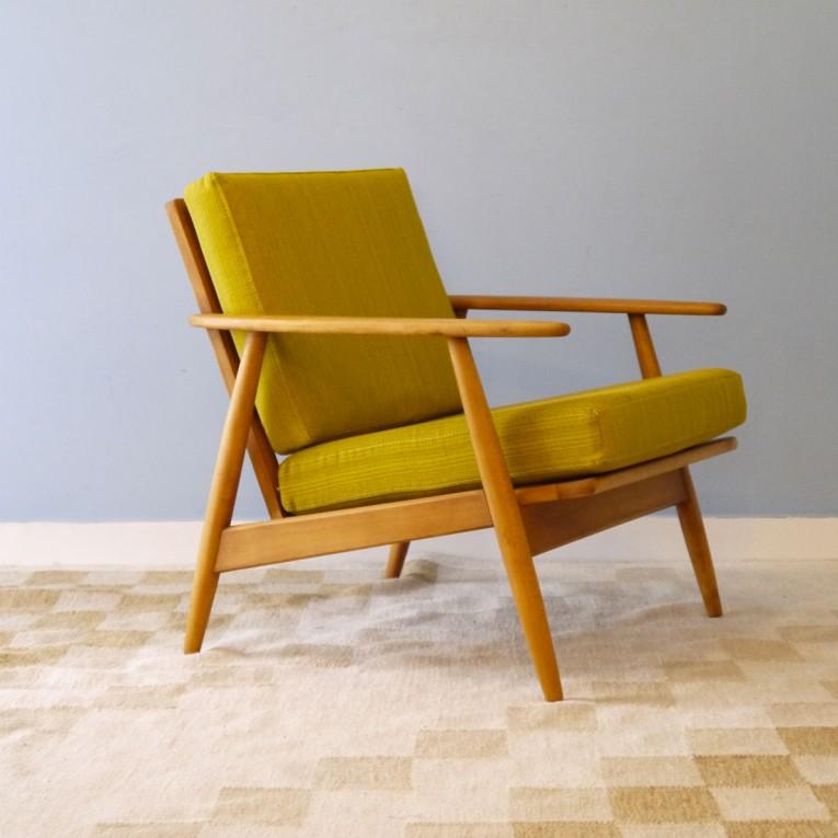 salon scandinave jaune le monde de l a. Black Bedroom Furniture Sets. Home Design Ideas