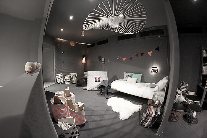 mobilier magasin le monde de l a. Black Bedroom Furniture Sets. Home Design Ideas