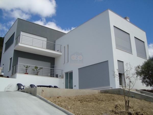 maison moderne 140m2 le monde de l a. Black Bedroom Furniture Sets. Home Design Ideas