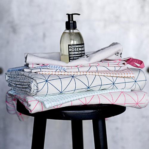 nappe scandinave le monde de l a. Black Bedroom Furniture Sets. Home Design Ideas