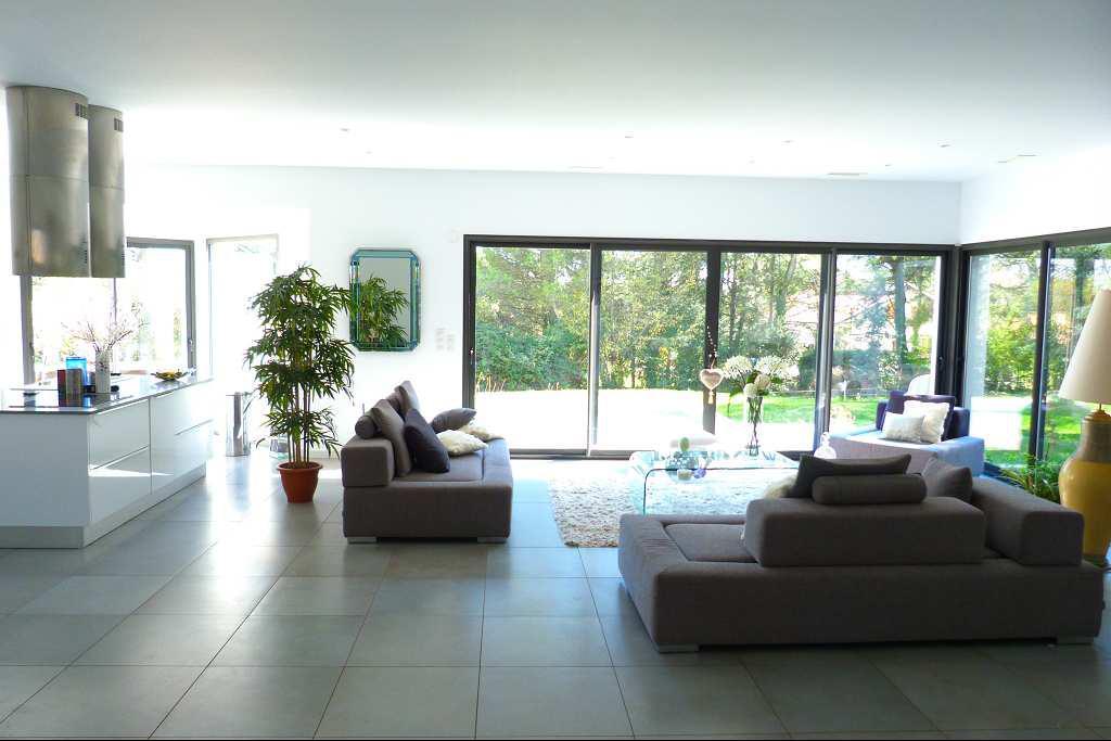 Maison moderne interieur le monde de l a - Modele porte interieur maison ...